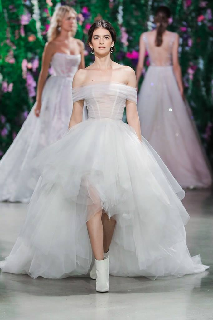 Modele de rochie de mireasa - Rochie asimetrica - Wedding Consulting by Marian Ionescu