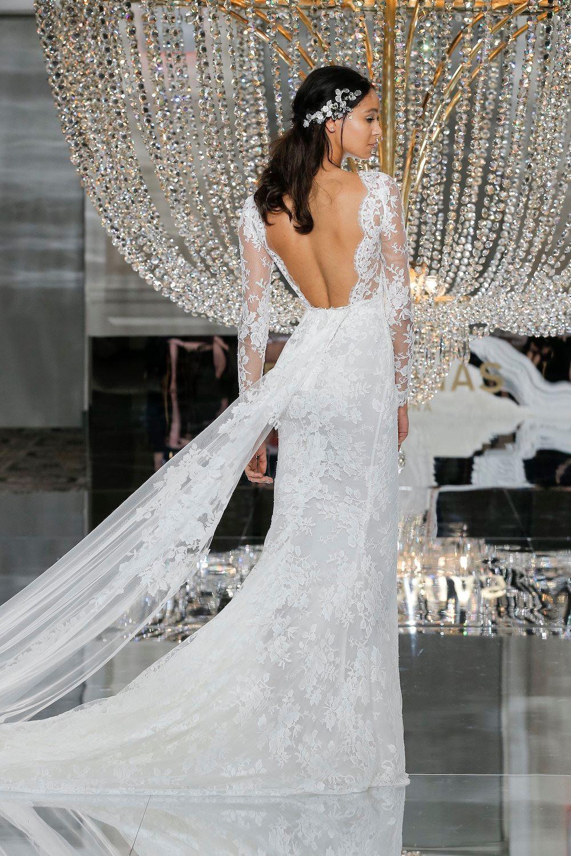 Modele de rochie de mireasa - Rochie cu trena - Wedding Consulting by Marian Ionescu
