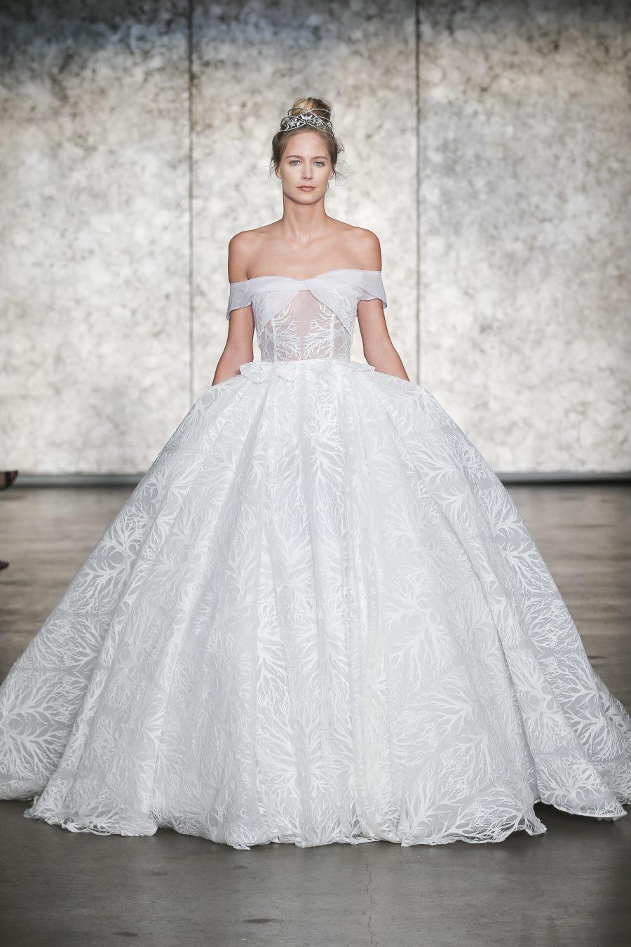 Modele de rochie de mireasa - Rochie tip printesa - Wedding Consulting by Marian Ionescu