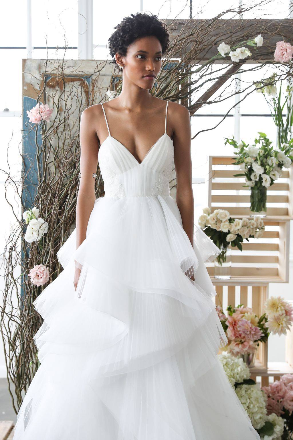 Modele de rochie de mireasa - Rochie volane - Wedding Consulting by Marian Ionescu